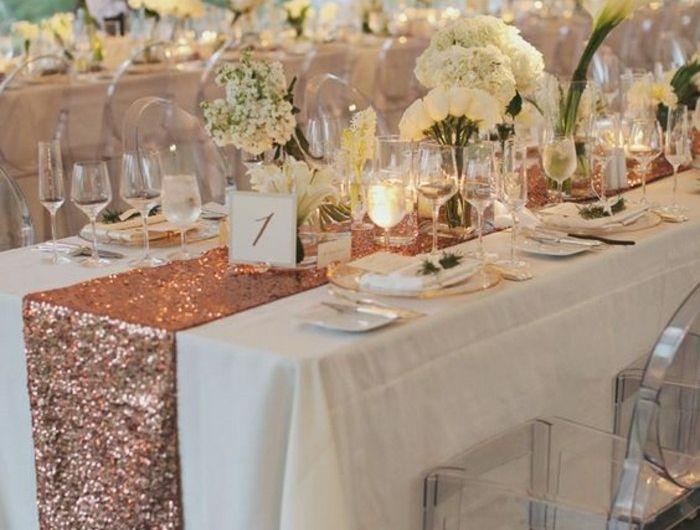 0-jolie-table-elegante-mariage-deco-de-table-pas-cher-nappe-blanche-chemin-de-table-mariage