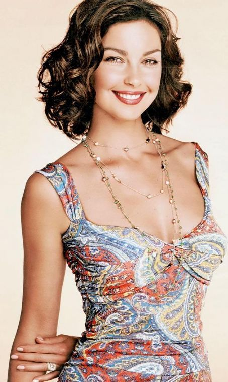 Ashley Judd - Dario & I are GR8 when we go shopping together - We power shop we are so fast. Glamour - aj glamour2004 - Ashley-Judd.com