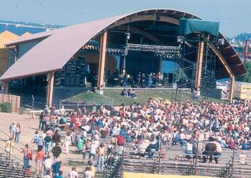 Summerfest continues to attract top names from all over the music world! 2015's line up features a sold out show with The Rolling Stones. Also appearing, Keith Urban, Jane's Addiction and Linkin Park. There's a little something for everyone to enjoy!