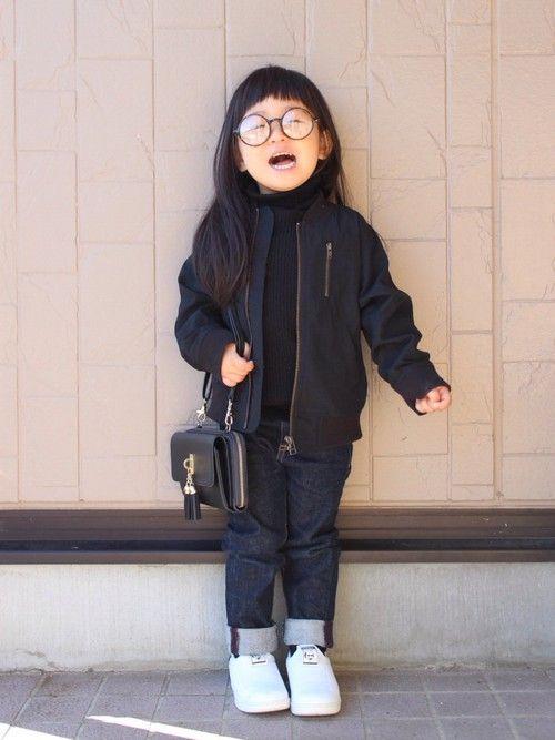 靴だけ白✌︎('ω')✌︎ 拡大すると、娘のメガネにカメラを構える母写ってます。笑