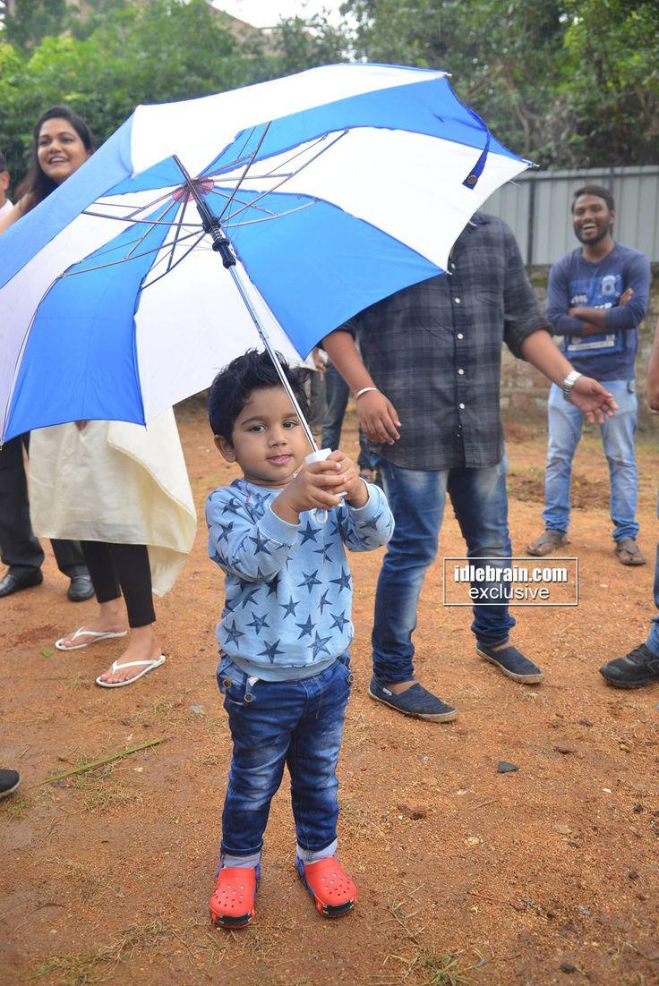 Allu Ayaan playing with umbrella http://idlebrain.com/news/functions1/harithahaaram-alluarjun.html