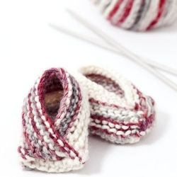 Knitting Patterns For Dolls Booties : 1000+ images about Knitting for Babies - Hats and Booties on Pinterest Knit...