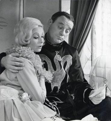 Betsy Smeets en Bernhard Droog in Drie Hoge hoeden, Toneelgroep 1965. Foto: Maria Austria