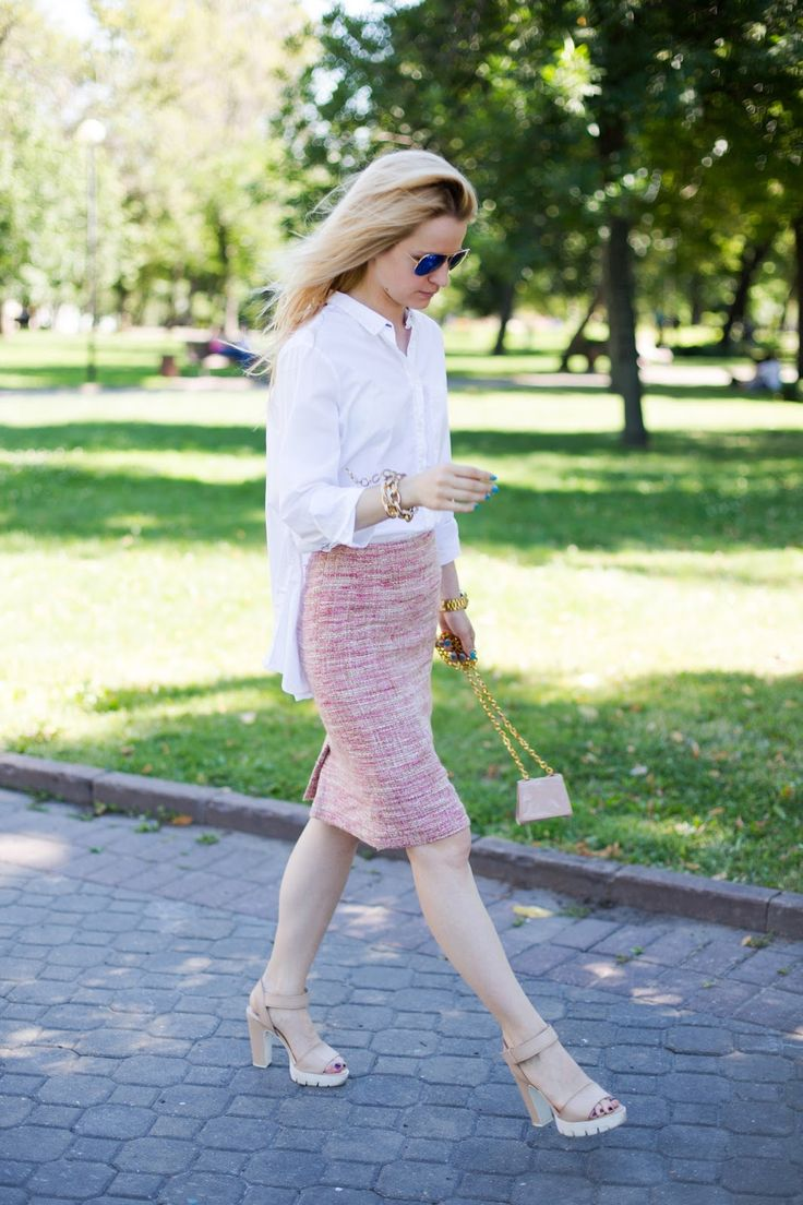 moscow street style ideas. Vintage skirt chanel style
