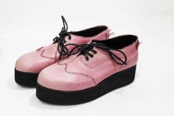 Zapato tipo creeper en cuero napa (negro)/napa (rosado)/napa (dorado)/napa (plateado), forro en terciopelo, cordones encerados, suela de caucho expandido. ESTOS ZAPATOS SE HACEN SOBRE PEDIDO, EL TIEMPO ESTIMADO DE ENTREGA ES DE 15 DIAS HABILES.CONSULTA LA TABLA DE TALLAS (SEGUNDA FOTO) ANTES DE HACER TU COMPRA.GUIARSE POR LA TALLA DE ESTADOS UNIDOS (US) ¿Cómo limpiar [...]