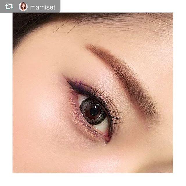 2016/11/23 23:30:21 calmedor_clb #repost @mamiset via @PhotoAroundApp  韓流好きの先輩に韓国女優さんの画像見せて貰いすぎて、メイクをちょっと韓流に寄せる(笑)  眉はdiorのアイブロウペンシル593。パウダーをペンシル状に固めてるタイプでものすごく気に入ってストック買いしてたやつ これで眉の下部分を描き足し、眉尻も太めにボカします。  シャドウはvisee AVANT 008のオレンジ。これを上下のまぶたに。  ラインはDUPのシルキーリキッドアイライナーブラックで粘膜〜目尻長めに描いて、目尻はブラウンのシャドウ(visee AVANT 020)で太く描き足す。上まぶたがブラウンに見えるのはブラウンシャドウが混ざったからですね。ハイ。  今日は下マスカラなし! カラコンはキャレムドール エレガンスシリーズのblack×brown だよ!グレーに見えるけど(´⊙ω⊙`) さて、今週もあっという間に終わった。今月最後の東京flight✈️ #makeup  #eyes #メイク #アイメイク #カラコン…