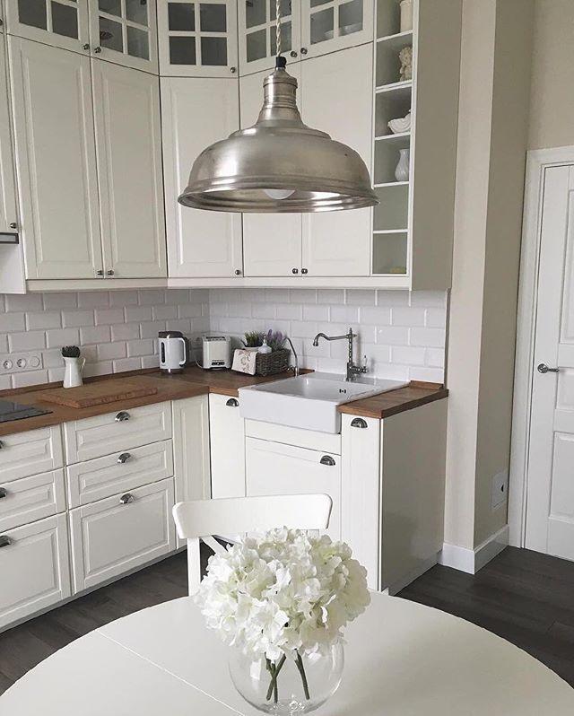 Светлые кухни у нас вызывают только светлые чувства.  Отличное решение визуально увеличить пространство! Отмечайте в комментариях друзей с такими кухнями  За фотографию благодарим нашу подписчицу @irina_sidenko.  #IKEA #ИКЕА #ИКЕАРоссия #будьтетакдома