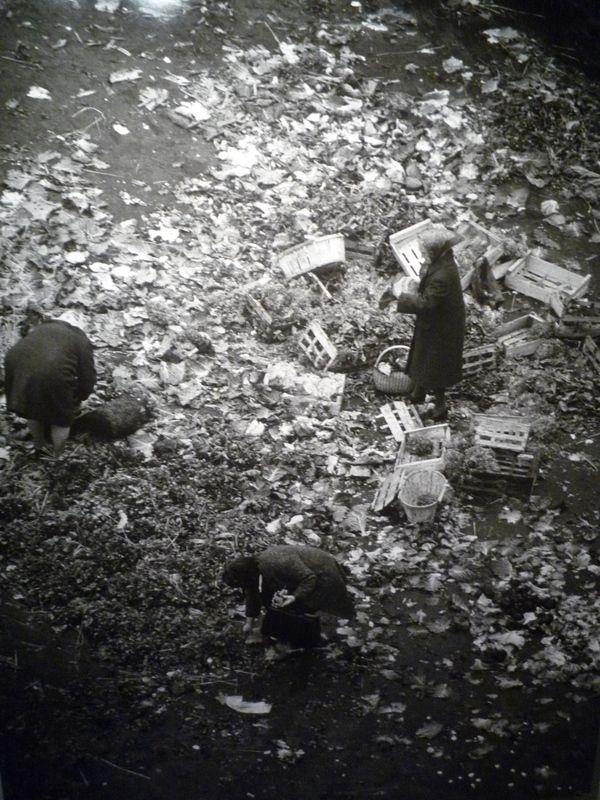 Robert Doisneau // Les Halles, Paris, 1967