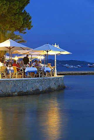 Waterfront restaurant in the evening, Port de Pollenca (Puerto Pollensa), Mallorca (Majorca), Balearic Islands, Spain, Mediterranean, Europe