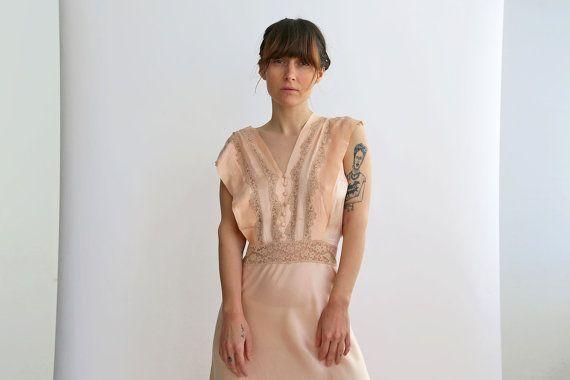 Impresionante francés años 30 camisón con encaje de seda, vestido seda nupcial, vestido de damas de honor, vestido de noche color rosa Pastel de melocotón / medio