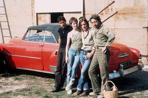 Hugues Quester, Jane Birkin, Joe Dallesandro et Serge Gainsbourg sur le tournage du film Je t'aime moi non plus le 5 octobre 1975 à Belvezet dans le sud de la France