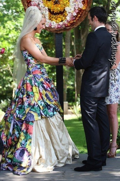 colorful bride gown (courtesy of @Lavoniaryo458 )