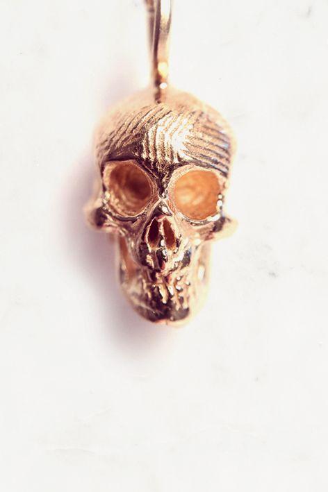 """* Pendentif tête de mort : """" Pink Skull """"     * Vermeil rose : Argent plaqué Or rose en 10µ     * Bijou fait-main en France dans notre atelier Nuan-Csitué       en plein coeur du Vieux Lyon.  —————————————————————————————      * Necklace : """" Pink Skull """"     * Pink V"""