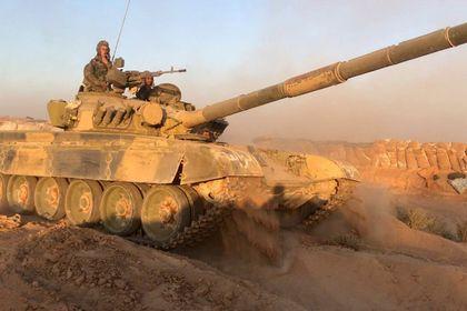 Сирийская армия отбила атаку ИГ на трассу Пальмира — Дейр-эз-Зор       Правительственные войска Сирии и союзные силы отбили мощную атаку боевиков «Исламского государства» на трассу Пальмира — Дейр-эз-Зор. Боевики предприняли попытку отрезать трассу в районе населенного пункта Аш-Шуля между Дейр-эз-Зором и Ас-Сухне. В результате ожесточенных боев террористы понесли потери и отступили.
