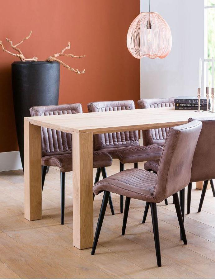 Voor een puur interieur stoere art-deco stoel van écht runderleer.