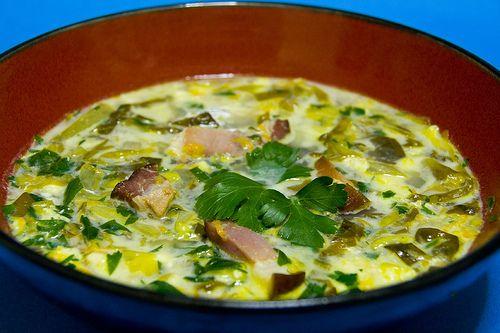 Supa de salata verde cu slaninuta afumata