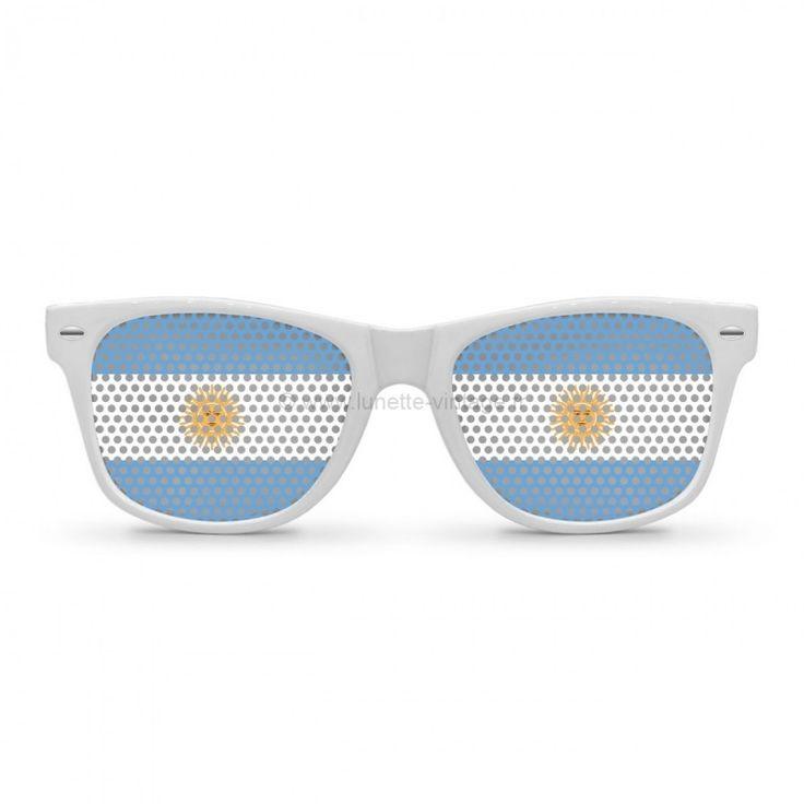 Enmmenée par un Lionel Messi au sommet de sa forme et tout proche d'un nouveau ballon d'or, l'équipe d'argentine est comme toujours favorite au même titre que le brésil ou l'allemagne.#flag #sunglasses #worldcup #coupedumonde #lunettes #argentine #argentina