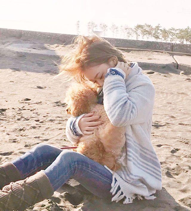 ・ ・ 帰ったら お風呂入ろう🛀 * * #ロコ#ロコガール #ロコちゃん  #愛犬#いぬのいる暮らし  #トイプードル #プードルレッド  #ふわもこ#わんこ #loco#cutedog #dogstagram  #dog#lovelydog #sea #poodle  #locogirl #surfgirls #doglife