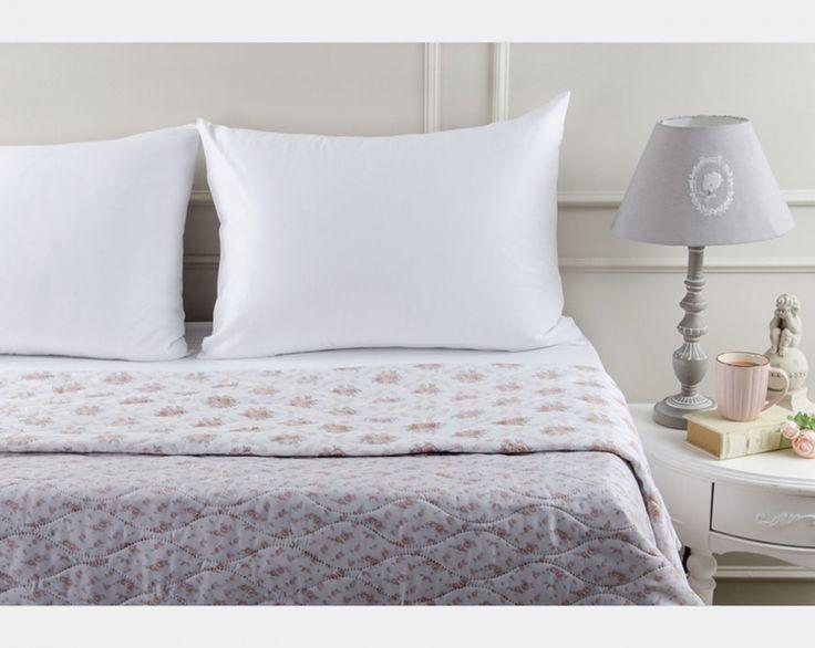 Birbirinden güzel desenli ve çok amaçlı yatak örtüleri, çift taraflı kullanımıyla pratiklik ve şıklığı bir arada sunuyor! Ürünlerimizi incelemek için; goo.gl/1B8Z3L