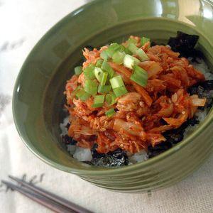 キムチとツナの簡単丼+by+ぐつぐつさん+|+レシピブログ+-+料理ブログのレシピ満載! 超簡単に楽しめる韓国の味の丼ものです。韓国では缶詰のツナは様々な料理に使われています。その中でもキムチとの相性は抜群なもの!!忙しい時にお勧めです。