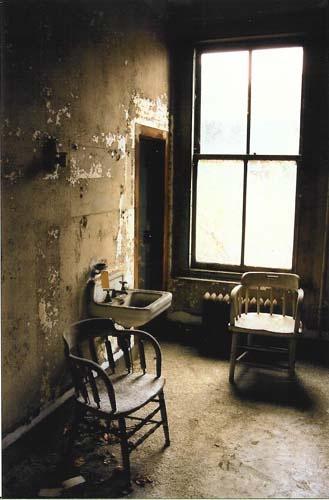 Abandoned Ellis Island :: Patient room, maternity hospital