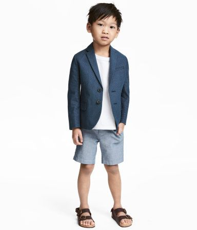 Blue/chambray. Shorts in washed, woven cotton fabric with an adjustable elasticized waistband, zip fly with button, side pockets, and welt back pockets with