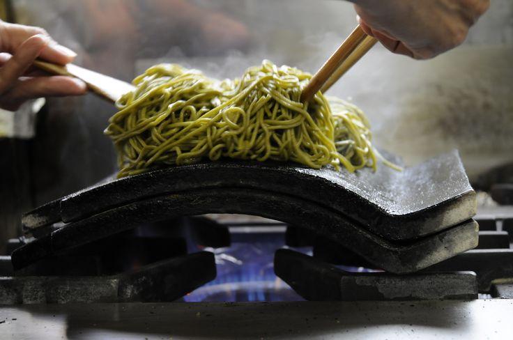 山口県の郷土料理【瓦そば】 直火に耐える【瓦食器】を開発
