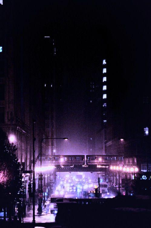 Clima noir / Violet Night - The look west down E Washington, on a snowy evening.