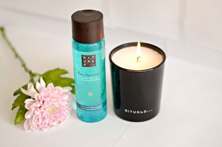 Create the ultimate at home spa experience by lighting the Ritual of Hammam scented candle.
