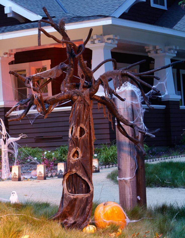 172 best outdoor halloween decor images on pinterest for Haunted tree prop