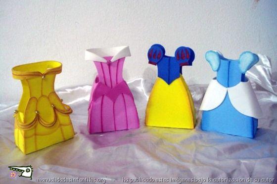 Cajitas de princesas de gomaeva (foam) Imprimir el molde genérico y luego adaptar al molde cada vestido copiándolo de una foto. Después le agregas las mangas y los adornos del vestido. X