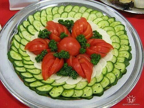 Украшение салатов, нарезки фото