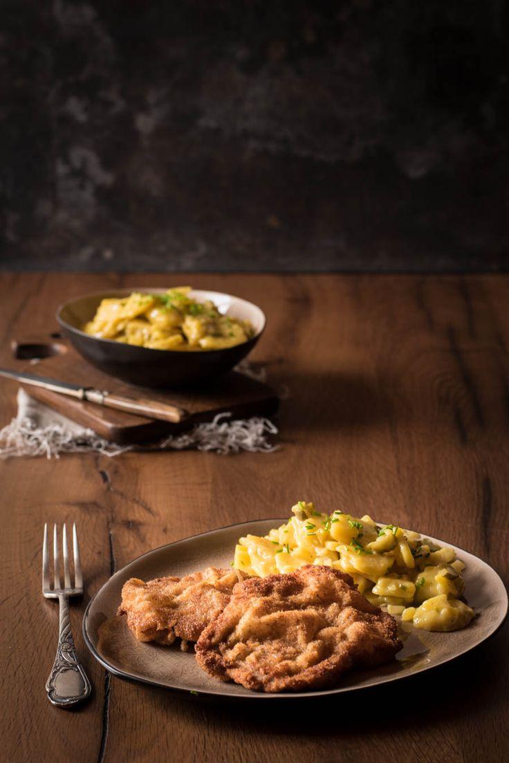Saftiges Wiener Schnitzel mit der perfekten Panade - schön wellig, nicht zu dick und sehr knusprig! Genau so, wie es sein soll