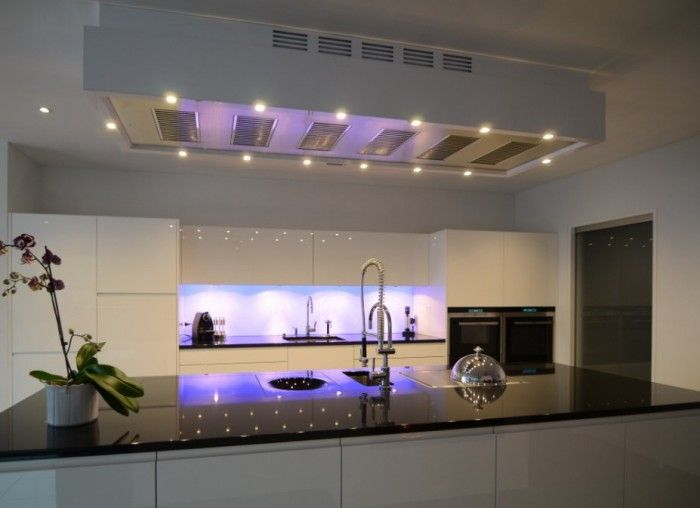 aXiair afzuigkap, de ALARO DMU ONDERBOUWUNIT 182x720x370 MM, 2 x 1060 m3/h, 14 x dimbare warm witte Hypower LED verlichting, inclusief aXiair afstandbediening, 6 Turbulair vaatwasserbestendige vetfilters rvs 300x200, met Hyabsorb fijnfilters, incl.2 x Domaplasma® luchtzuivering