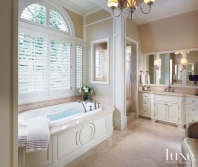 Large Neutral Traditional Bathroom