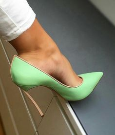 Green pumps, arches, and toe cleavage