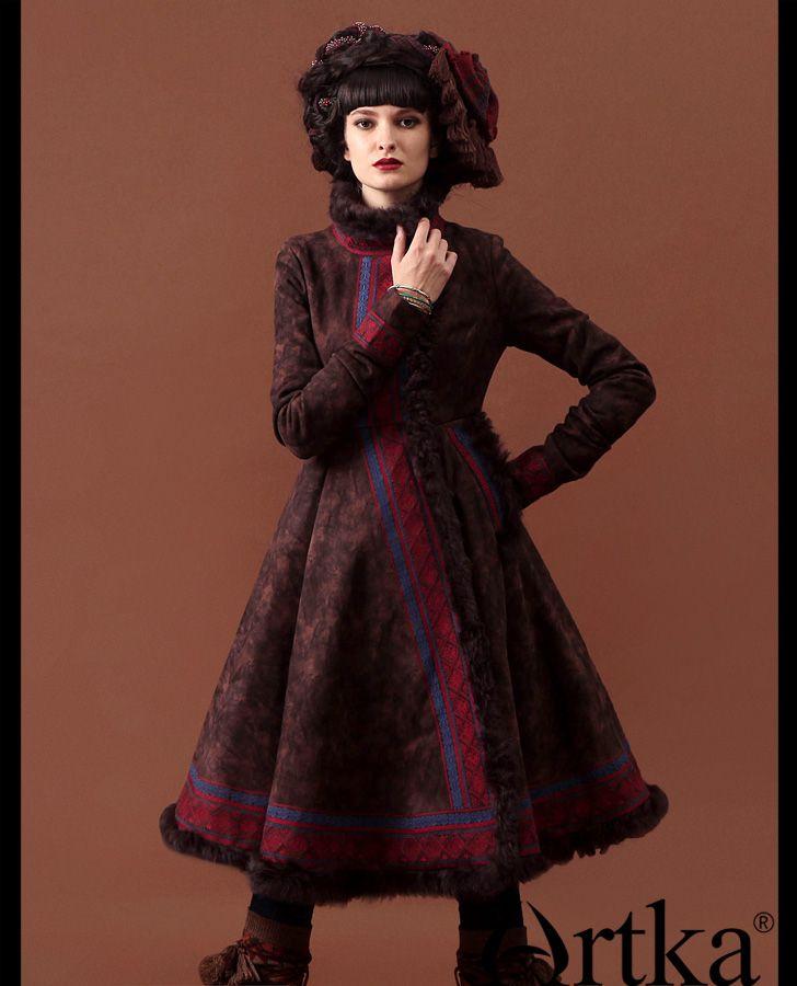 Замшевое пальто в этническом стиле с меховой отделкой