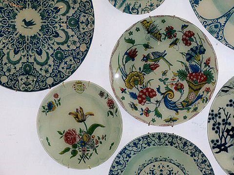 Vintage plates found on http://www.hudsongoodsblog.com