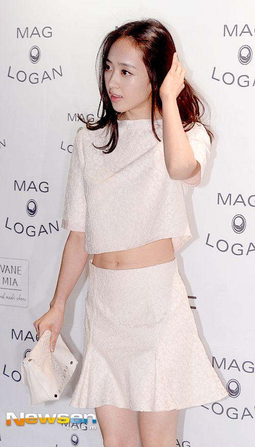 [포토엔]김민정 '탄탄한 복근 드러낸 과감한 패션'   Daum 연예