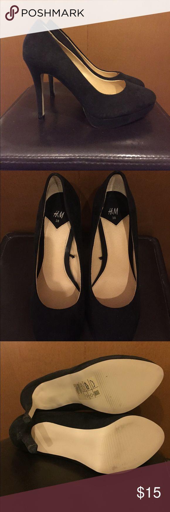 "H&M Platform Stiletto Heel - Size 7 H&M Platform Stiletto Heel - Size 7 NWOT Black faux suede. Tried on a few times around the house but never worn outside. 8.5"" long; 3"" wide footbed; 3/4"" platform w/ 4"" stiletto heel. H&M Shoes Heels"