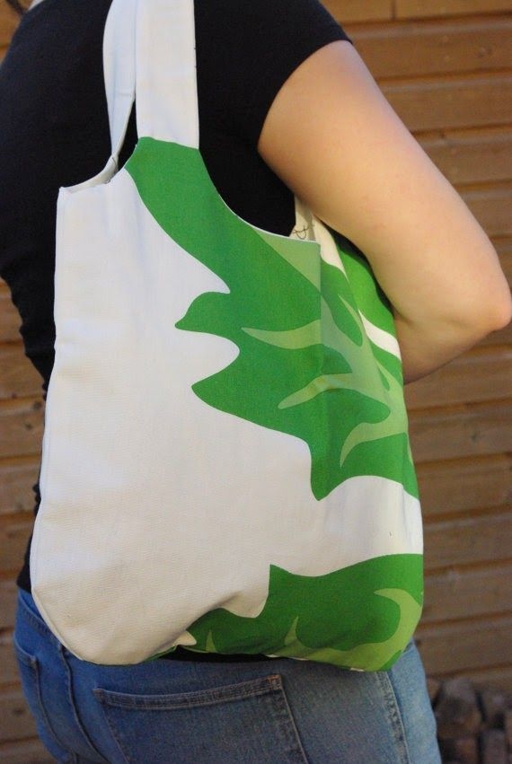 The next Sneak Attack is Saturday, but the next #Handmade #Giveaway is TONIGHT! Enter now: http://handmademovement.blogspot.com/p/giveaways-2012.html #tote #bag #byvala #spring #summer #etsy