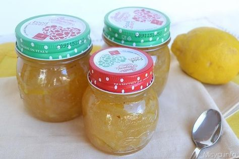 La marmellata di limoni è una delle mie preferite, fresca, non troppo zuccherata e con quel retrogusto pungente che la rende unica. Per preparare questa marmellata avrete