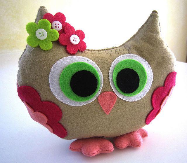 ♥♥♥ Miss Corujinha... O.O by sweetfelt \ ideias em feltro, via Flickr