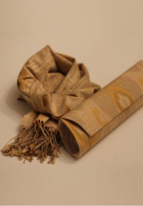 Оригинальный клатч из 100% шелкового адраса ручной работы с икат орнаментом. Адрас покорил не только жаркий Восток, ими восхищается даже сдержанный Запад. Да и как тут устоять? КУПИТЬ В http://dotupbutik.ru  #Bags #Leather bags #Designer bags #сумки #кожаныесумки #дизайнерскиесумки