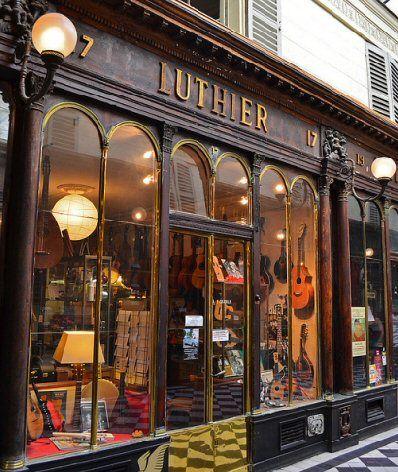 galerie Véro-Dodat - Paris 1er. An arcade of stores that includes a Luthier.