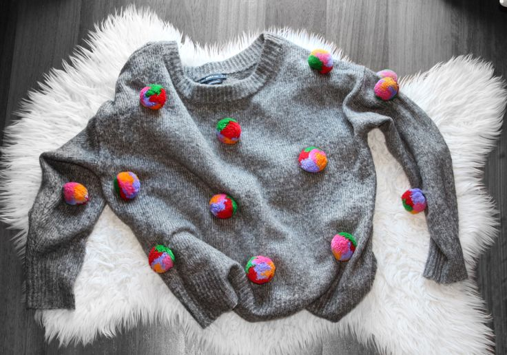 Artistic fashion! #colors #grey#background #fashion #fashionable #fashionblog #fashionart #fashionista #fashionaddict #pullover #crazy #style #tassel #happiness #instafashion #instagram #instastyle