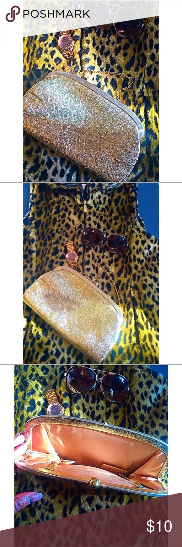Vintage Gold Purse Pristine vintage Gold Chain purse 😍 This purse is more beautiful than words can describe. Excellent Condition, flawless. Make this ☝🏾️treasure yours today ☺️. Don't be scared to make an offer, you never know unless you try. Bundle multiple items for the best savings. Pay one low price for shipping 🎁!   Thanks for stepping into Coco's Closet Bags