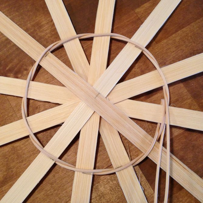 Twining the base of a round basket tutorial. Amazing site. Check it out!