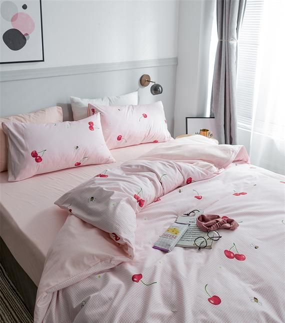 Strawberry Duvet Cover Set King Size Strawberry Printed Bedding Duvet Cover for Kids Teens Girls Quilt Cover Fruit Theme Comforter Cover Cute Warm Sweet Duvet Cover Soft Breathable Bed Cover