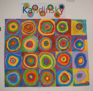 Kandinsky, a cada alumno se le da un cuadrado en blanco y hacen su círculo concéntrico, luego se juntan todos/as y se hace el mural.